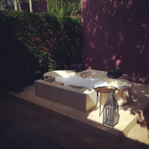 Outdoor bathtub of Villa 12.